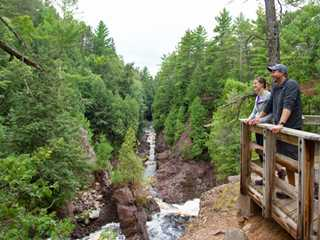 5 Top Spots for Wisconsin Waterfalls