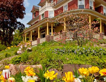 Spring Flowers Blooming at Wisconsin B&Bs