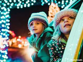 Holiday Lights: Spectacular Shows in Wisconsin
