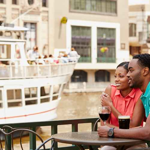 Top 8 Things to Do on the Milwaukee RiverWalk