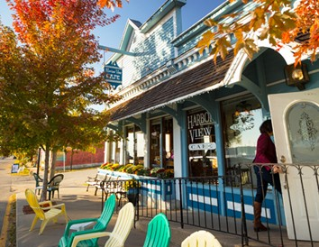 Let's Eat! Dining Along Wisconsin's Great River Road