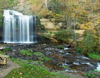 7 Easy-Access, Picnic-Perfect Wisconsin Waterfalls