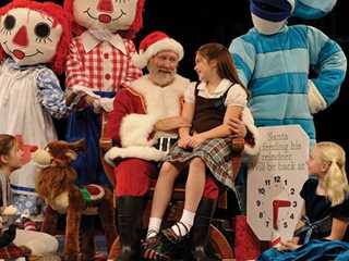 Wisconsin's Christmas Theater: 7 Seasonal Shows