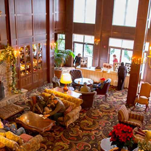 5 Wisconsin Resorts With Must-See Fireplaces