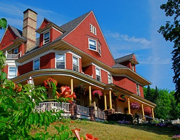 6 Bed & Breakfasts Perfect for Eloping in Wisconsin
