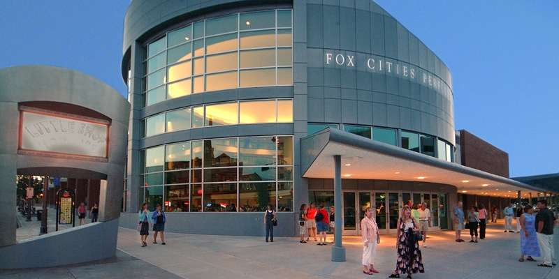 The Fox Cities Performing Arts Center, located in downtown Appleton, presents professional, touring entertainment and is the home of local performing arts groups.