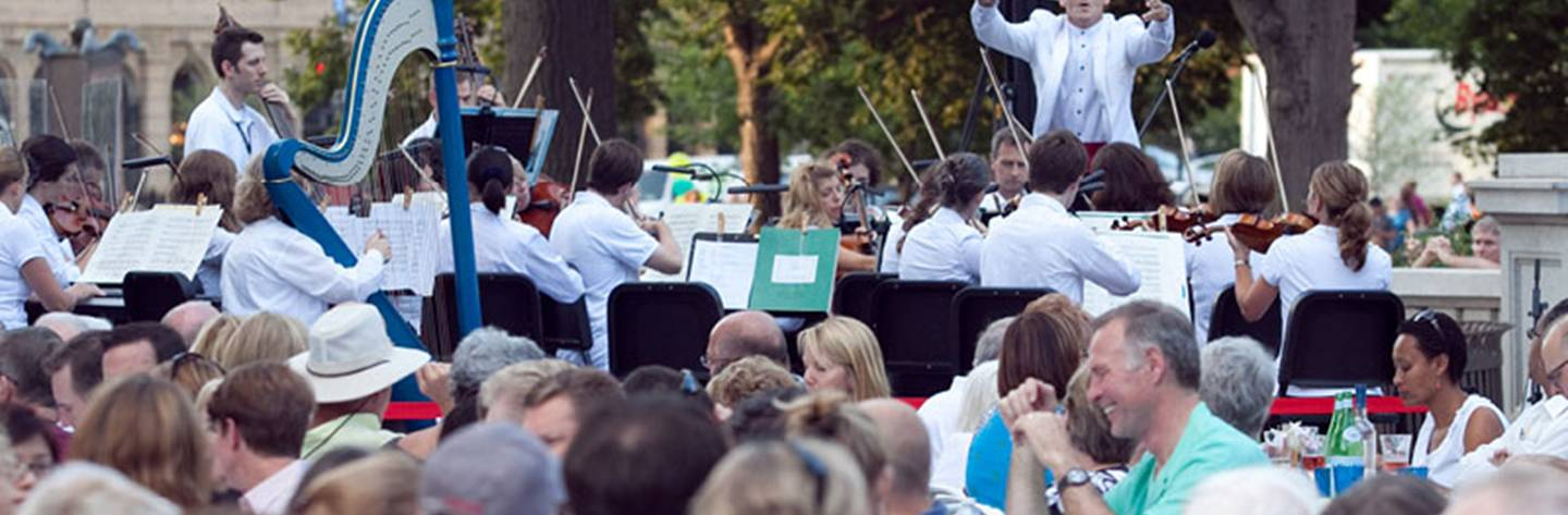 The Wisconsin Chamber Orchestra delights listeners gathered for a summer Concert on the Square.