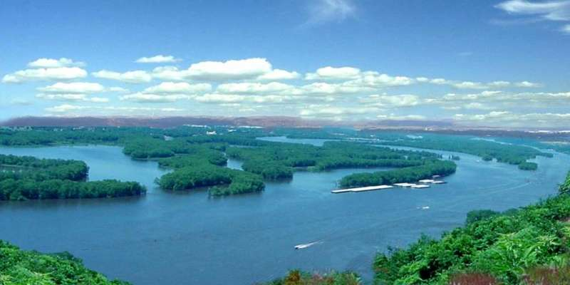 Spectacular views of the Mississippi River near Prairie du Chien.