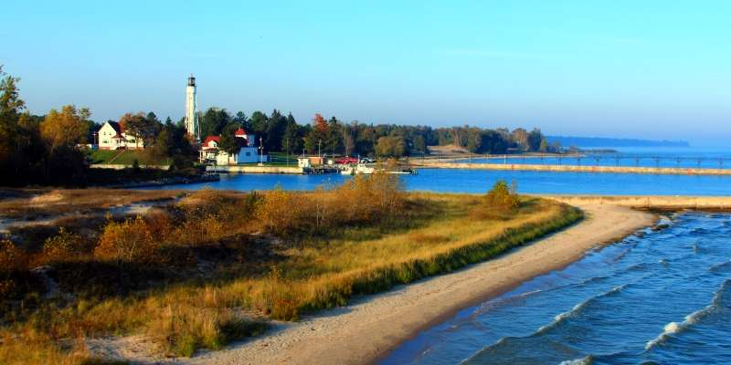 A beautiful distant view of the Sturgeon Bay Canal Station Lighthouse.