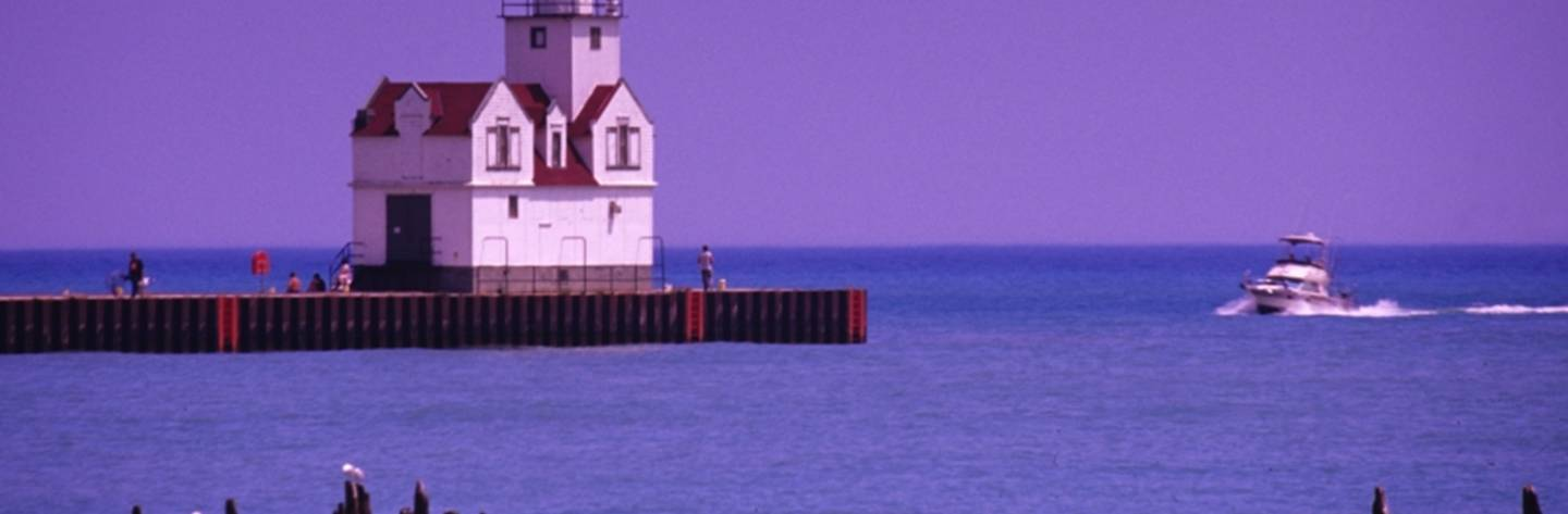 You can find the Kewaunee Pierhead Lighthouse at the southern pier of the Kewaunee Harbor.