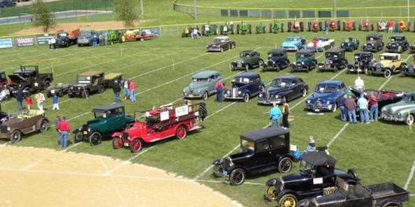 Cars at Hill & Valley Show