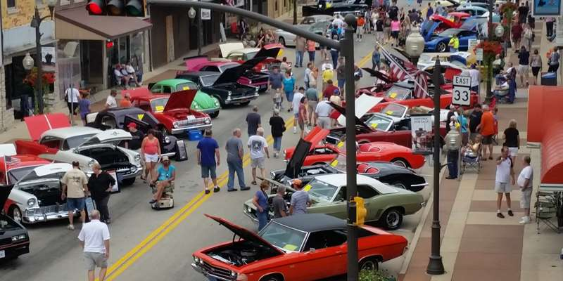 Lots of classic cars to look at on Cook Street.