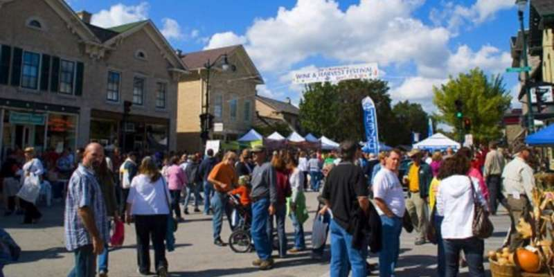 The Ozaukee Art Center Arts & Crafts Fair is an integral part of Cedarburg's Wine & Harvest Festival.