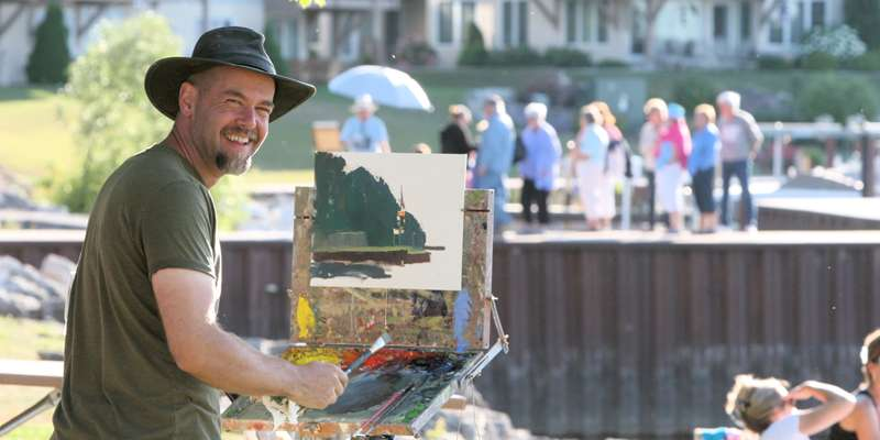 2013 featured artist, James Richards, of Georgia, paints the scenery around Sister Bay Waterfront Park.