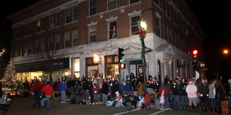 Plymouth's Downtown fills up with parade watchers