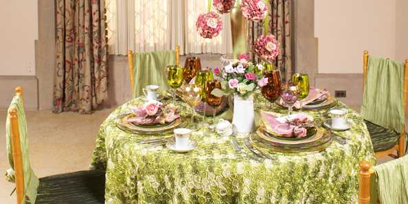 Extravagent table settings by area designers.