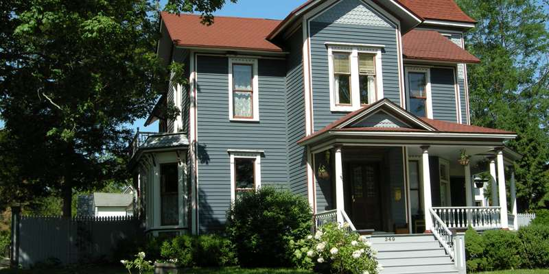 Evansville's beautiful historic homes and business buildings are largely within easy walking distance.