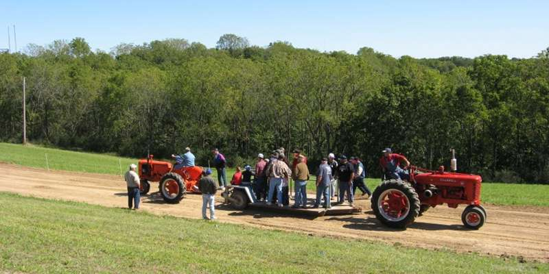 Antique tractor pull