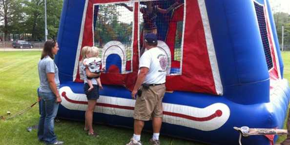 Picnic in the Park - Bounce House Kids Attraction with EMS
