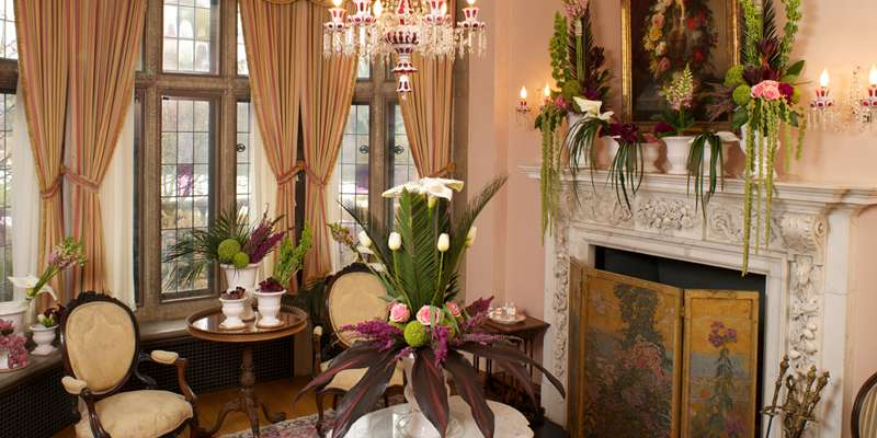 Floral arrangements inspired by the historic room.