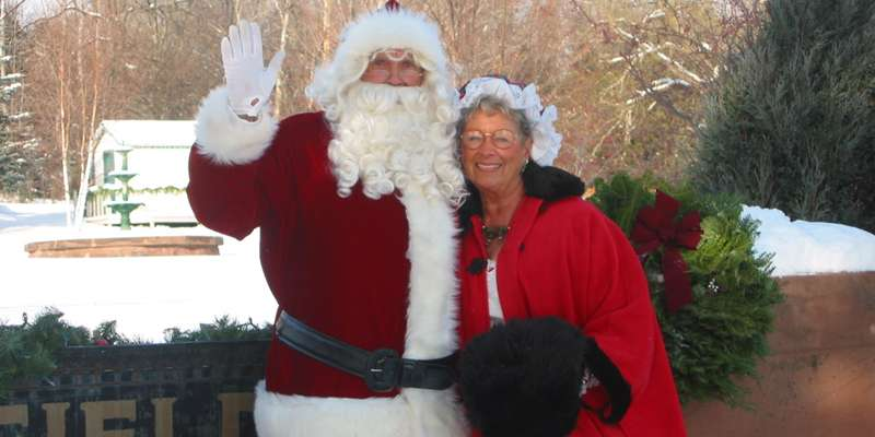 Santa and Mrs. Claus in Bayfield