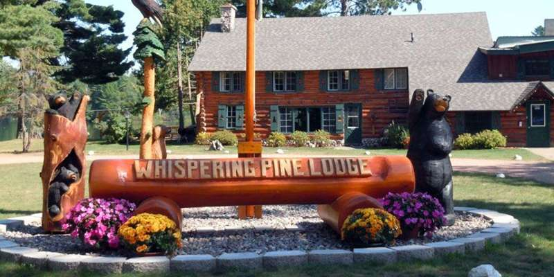 Whispering Pine Lodge-Sign