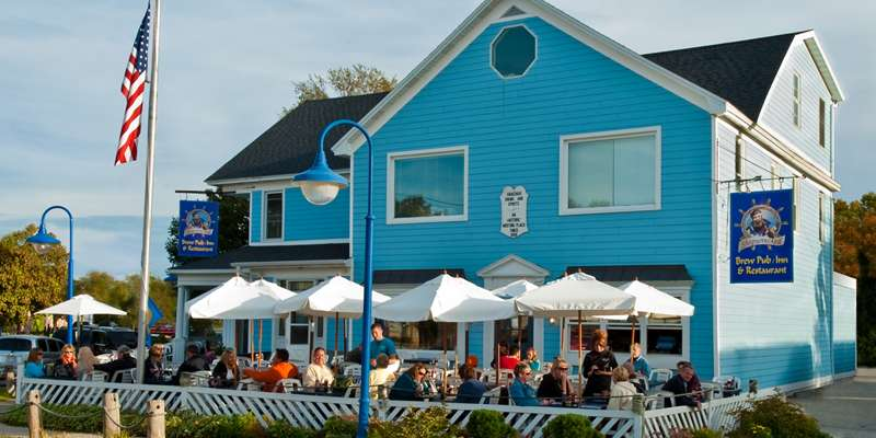 Shipwrecked Brew Pub, Restaurant & Inn