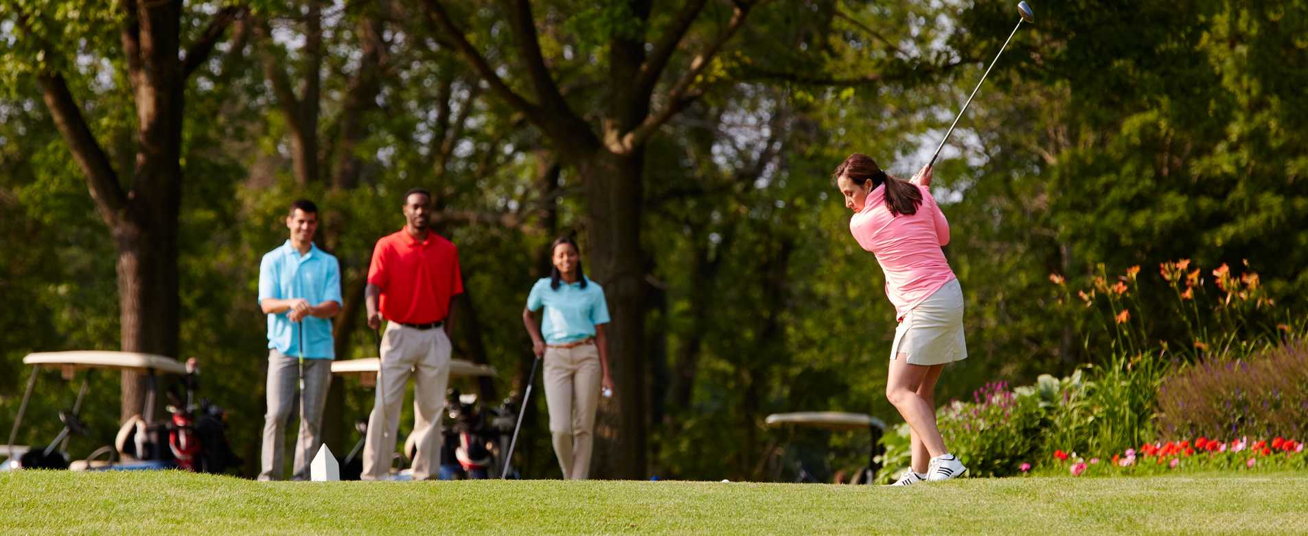 Woman-Golfing-at-Brown-Deer-Golf-Course