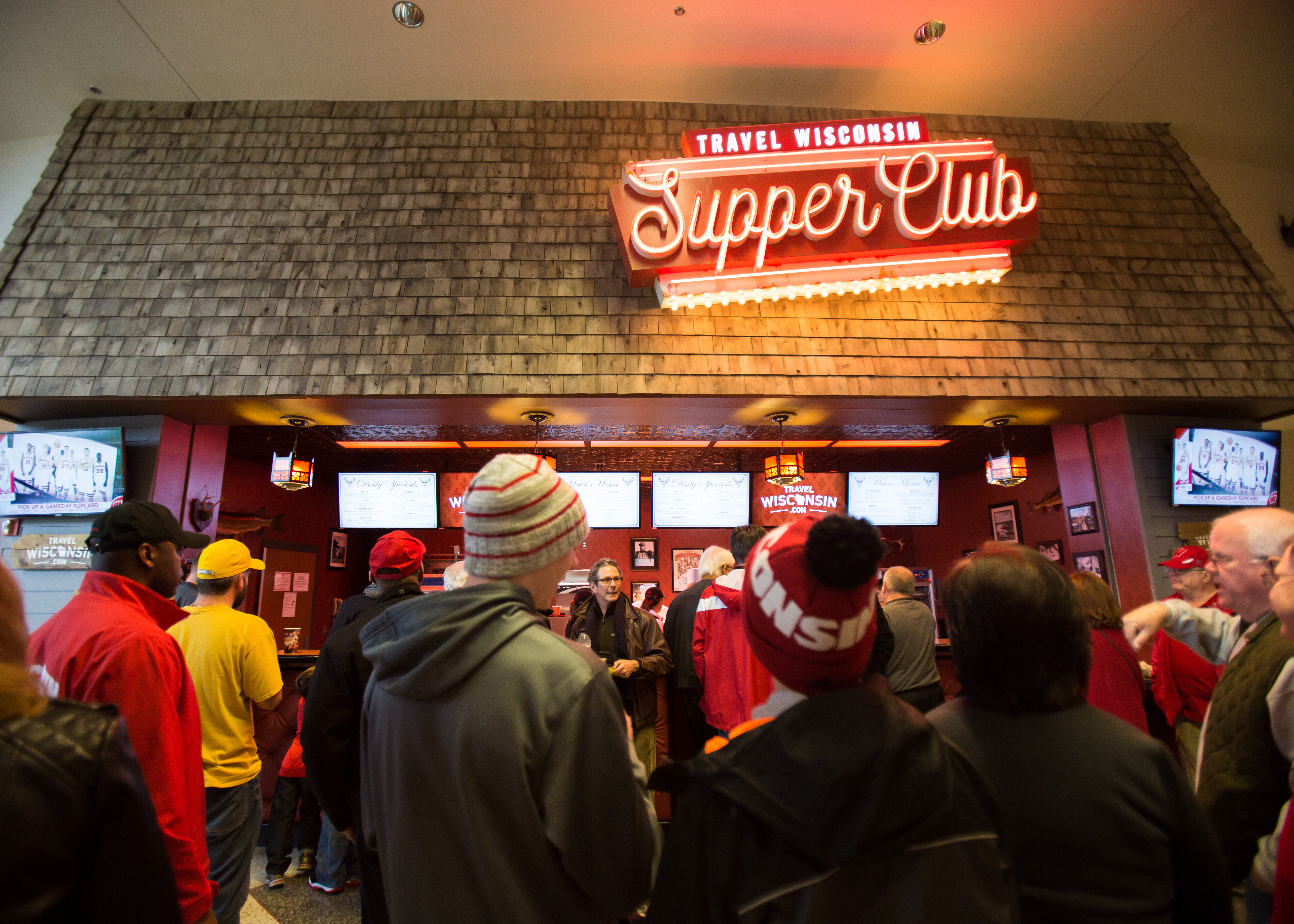 Halftime Rush At The Travel Wisconsin Supper Club Travel