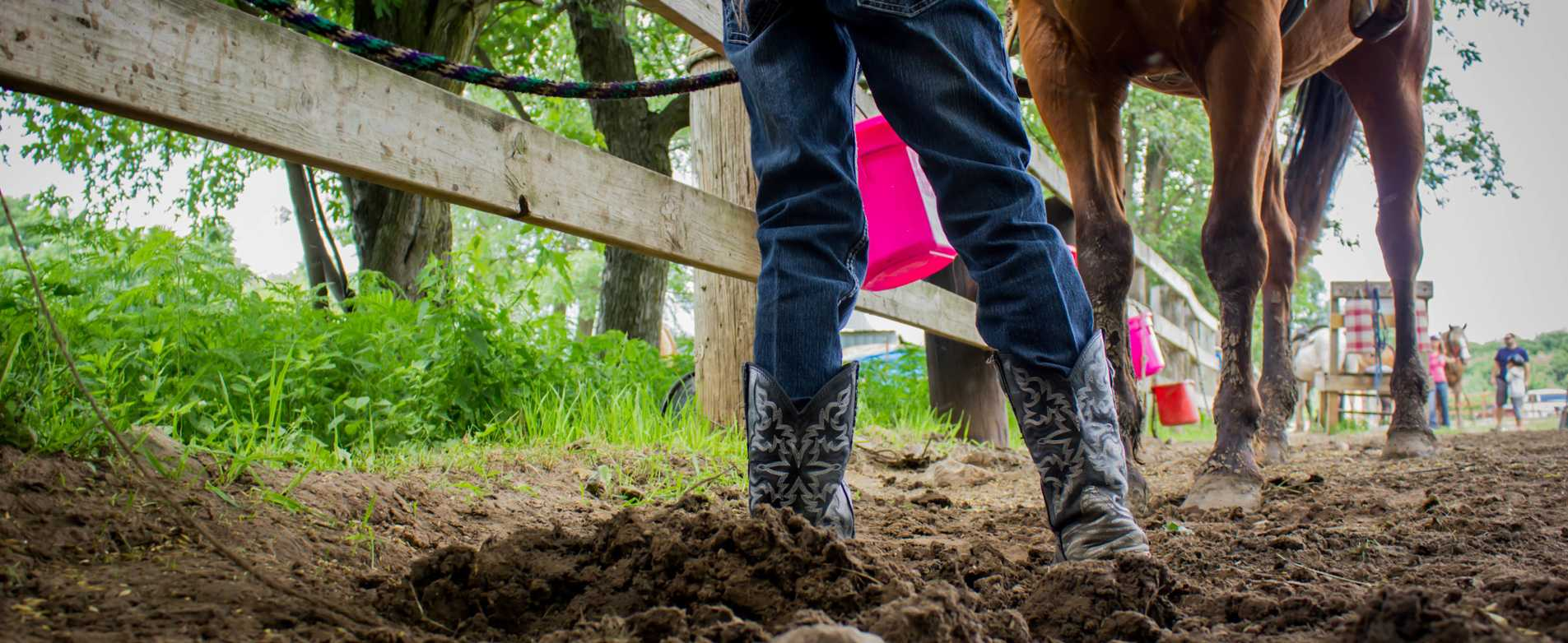 Cowboy-Boots-and-Horse-Outside-at-Ranch