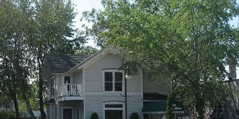 Wonderful remodeled Victorian for extended stays located in downtown Cambridge