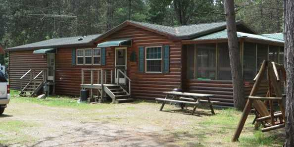 Three bedroom, two bathroom cabin with fireplace
