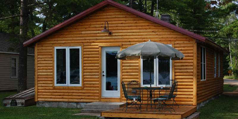 Beautiful lakeside cottage on the west shore of Shawano Lake.