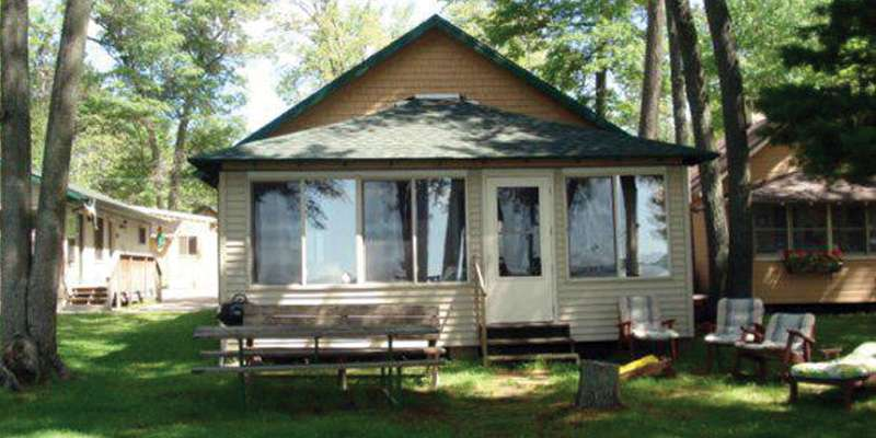 "Shawano Sandy Shores ""Hiawatha"" Cottage"