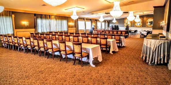 We have large and small venues for banquets, presentations, and all your profesional needs.
