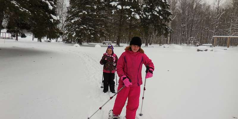 Kids snowshoeing on Jack Lake Snowshoe Trails