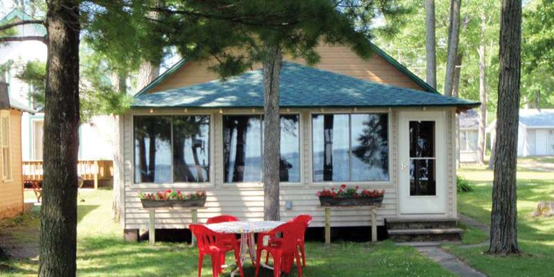 "Shawano Sandy Shores ""Personal Cottage & Bunk House"""