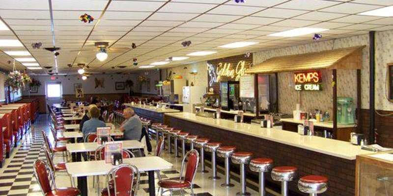 With its retro interior, the Golden Glow Cafe transports diners back to a simpler time. Enjoy an old-fashioned ice cream sundae at the counter or in a comfy booth.